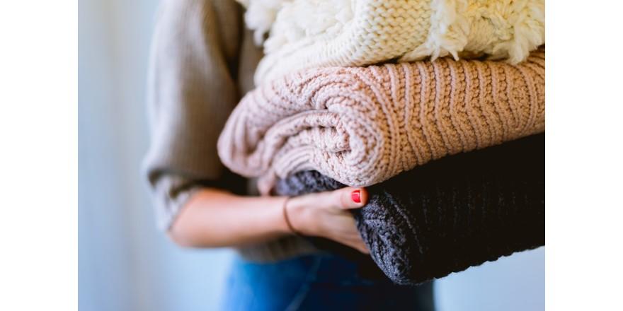 С чем носить женский свитер: 10 стильных образов?